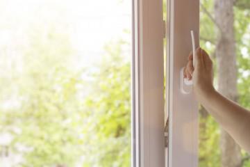 Što NE činiti kako biste produžili vijek trajanja PVC prozora?